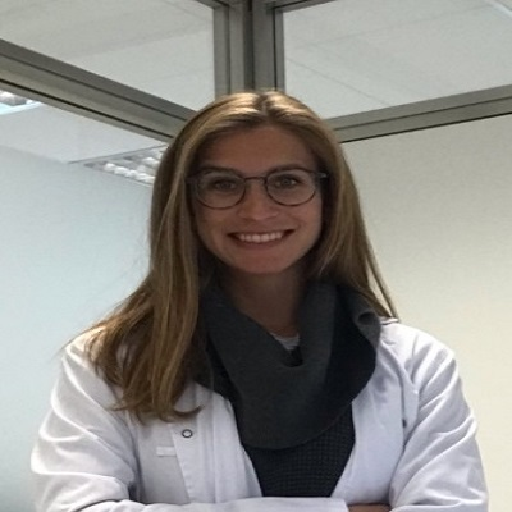 Dra. Navarro Vives, Lara