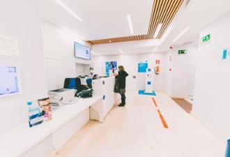 Recepción del centro médico Nicasio Gallego