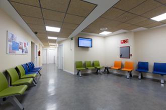 Sala de espera en el centro médico Conde Duque