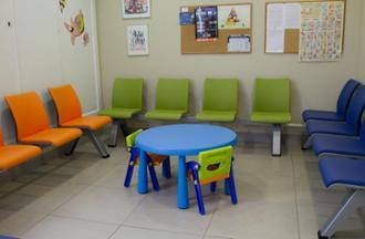 Sala para niños en el centro médico Aratza