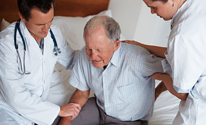 ¿Por qué las personas mayores sufren dolores crónicos?