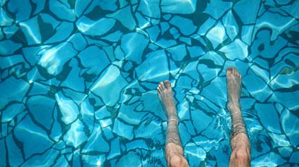 contagio hongos piscina