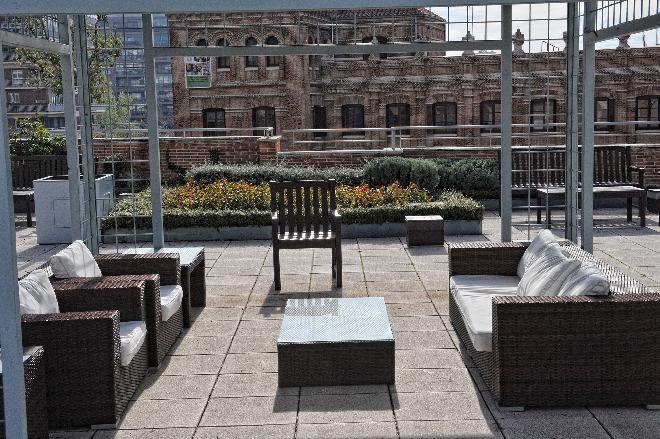 terraza centro residencial el viso sanitas mayores
