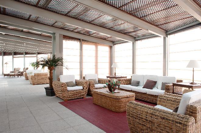 terraza residencia el viso sanitas mayores