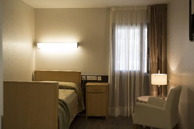 dormitorio residencia mayores gerunda