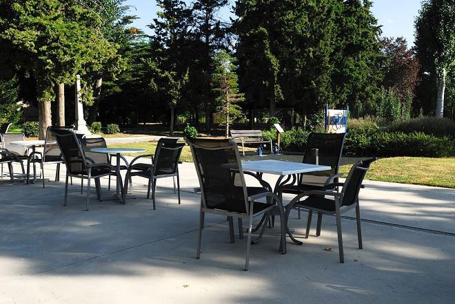jardin terraza residencia mayores guadarrama