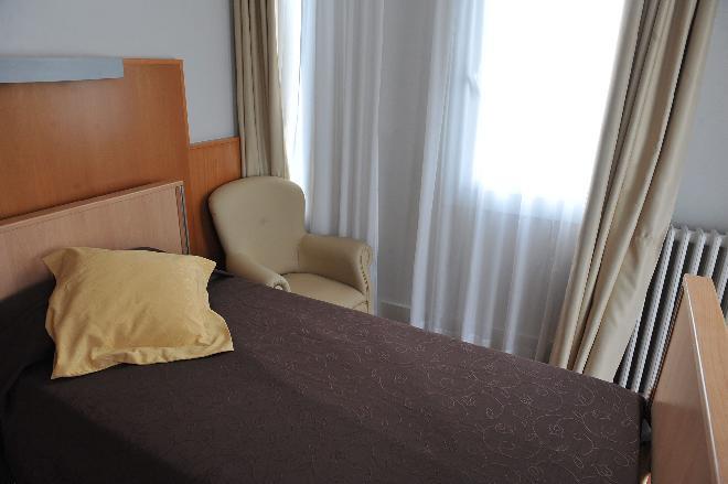 dormitorio residencia mayores iradier