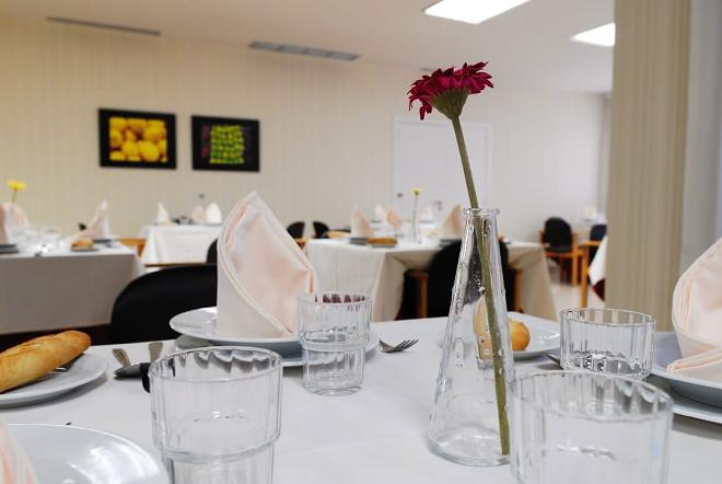 mesa comedor residencia mayores las rozas