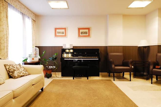 sala piano residencia mayores puerta de hierro