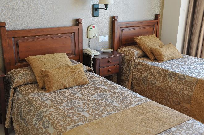 dormitorio residencia mayores zaragoza