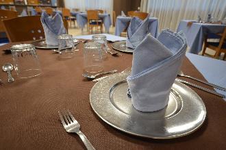mesa comedor residencia mayores el palmeral