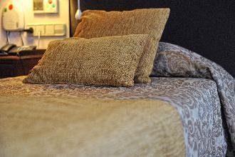 dormitorio residencia mayores el viso