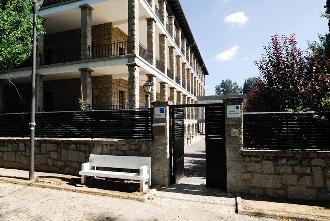 entrada residencia mayores guadarrama