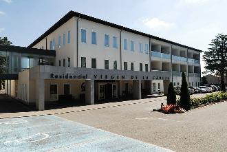 fachada residencia guadarrama sanitas mayores