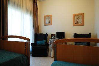 dormitorio residencia mayores las rozas