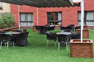 terraza residencia mayores les corts