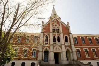 fachada residencia mayores linares