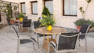 terraza residencia mayores zaragoza