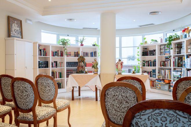 capilla apartamentos arturo soria sanitas