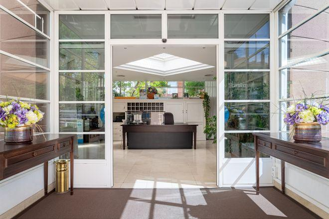 entrada residencia arturo soria sanitas