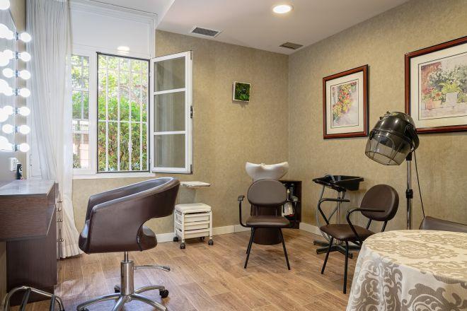 peluqueria apartamentos arturo soria sanitas