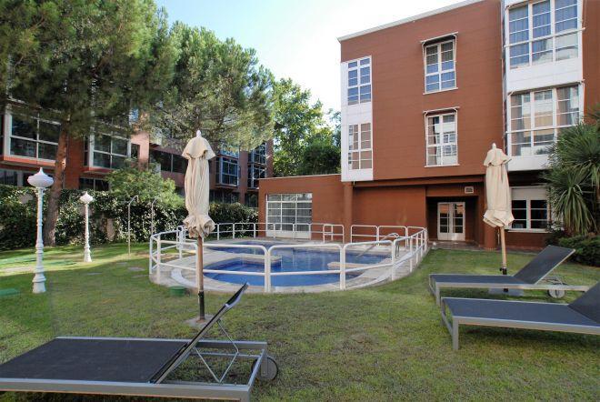 piscina apartamentos arturo soria sanitas