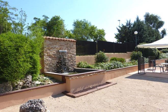 fuente de jardín residencia mayores sanitas las rozas