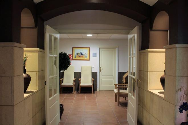 pasillo residencia mayores linares