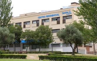 Vista de fachada principal de la residencia de mayores Sanitas Alcorcón