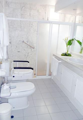 baño apartamentos arturo soria sanitas