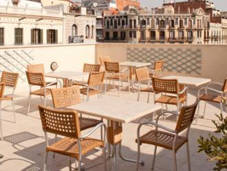 Vista de la terraza de la residencia de mayores Sanitas Consell de Cent