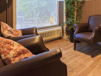 Detalle de salón de la residencia de mayores Sanitas El Mirador