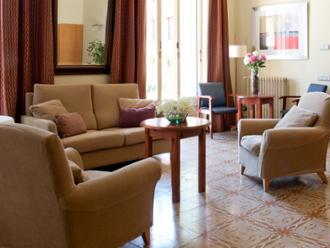 Vista de salón de la residencia de mayores Sanitas Iradier
