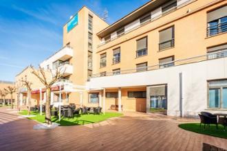 terraza residencia mayores loramendi