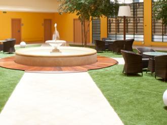Vista de patio interior de la residencia de mayores Sanitas Tarragona