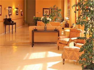 Vistas de sala de la residencia de mayores Sanitas Zaragoza