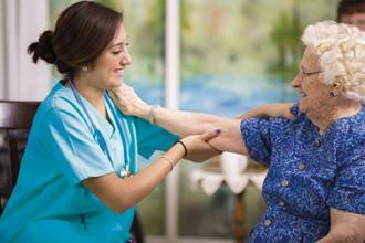 atención familias residencia mayores sanitas
